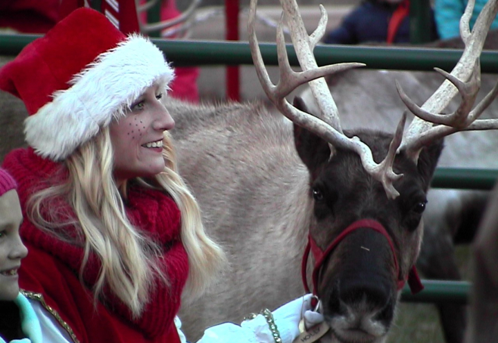 reindeer-with-elf-and-child-e1508856207932
